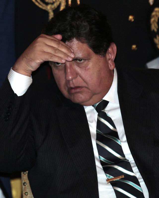 Investigarán a Alan García por espionaje