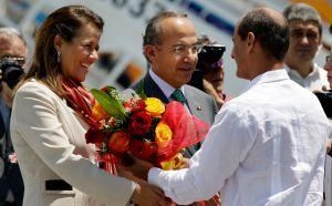 Calderón habla con Raúl Castro