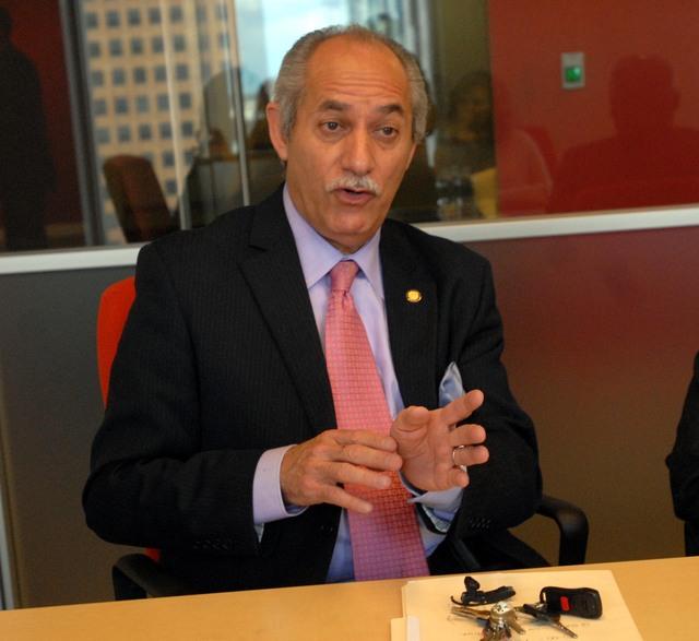 Linares anuncia que correrá contra Espaillat
