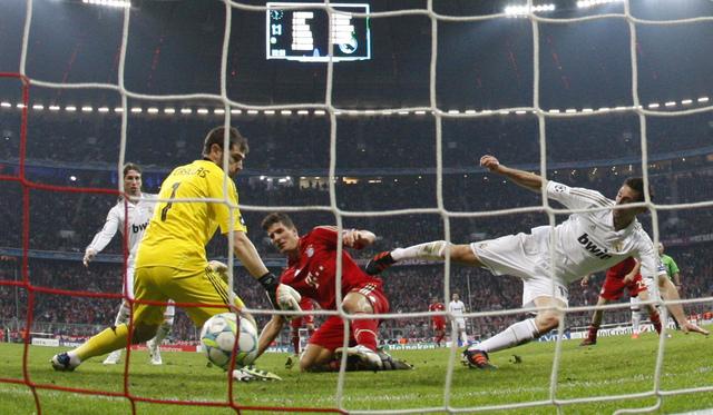 'Super Mario' Gómez rescata al Bayern