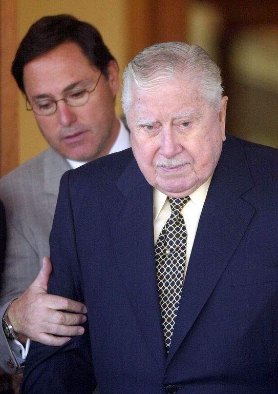 Decepción al abrir testamento de Pinochet