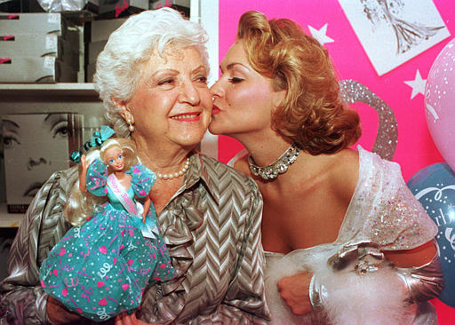 Barbie calva hará honor a Ruth Handler
