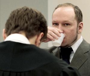 Rechazan con cantos a multiasesino Behring Breivik