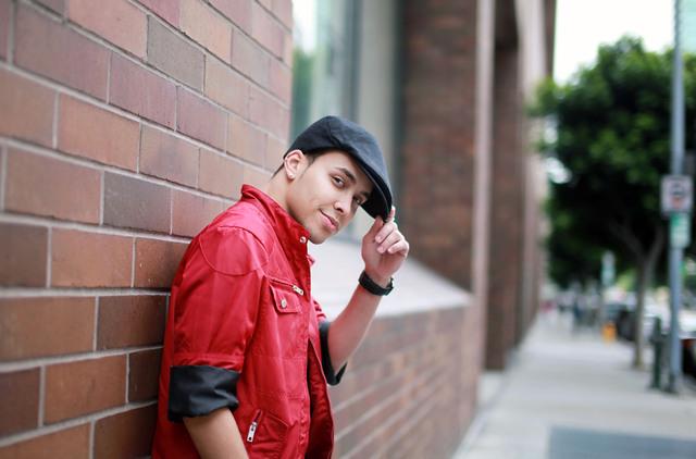 Artistas latinos  triunfan en spanglish