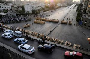 Egipto: Tropas chocan con manifestantes en El Cairo