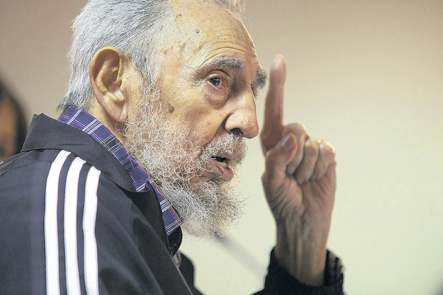 Fidel critica gastos bélicos  de Obama