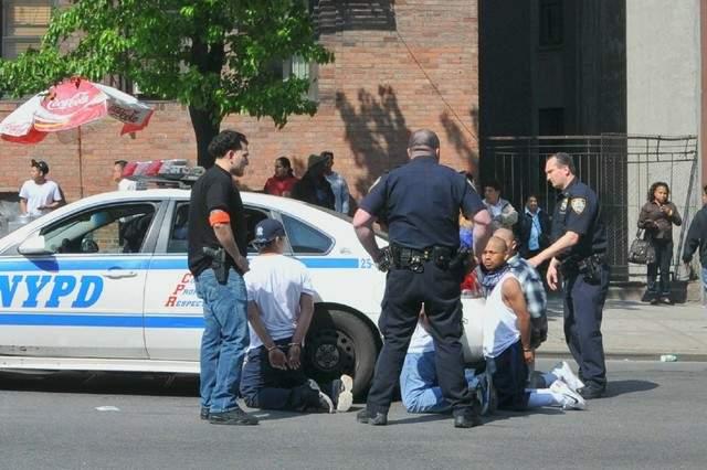Caen 20 tras pelea de pandillas en El Barrio