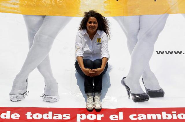Candidata mexicana posa semidesnuda