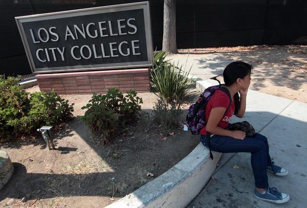Senado avala alza a préstamos estudiantiles
