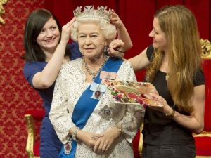 La reina Isabel II es inmortalizada en cera