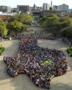 Instituciones texanas son las que más diplomados otorgan a hispanos