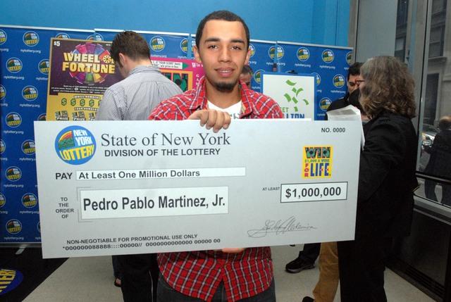 Hispano desempleado gana lotería