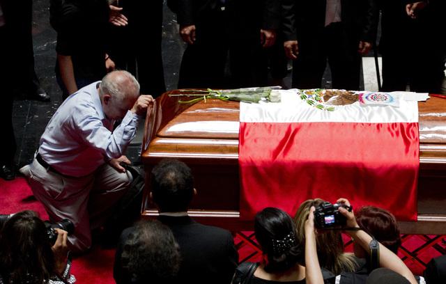 Carlos Fuentes será enterrado en París