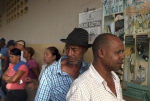 """Con incidentes """"menores"""" y participación masiva, R. Dominicana vota"""