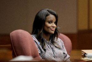 Usher acusa a exesposa de escupir a su novia