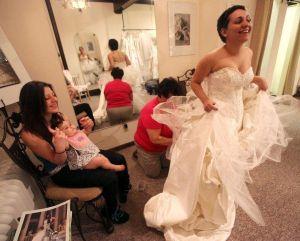 Sale libre hispana que fingió cáncer para pagarse su boda