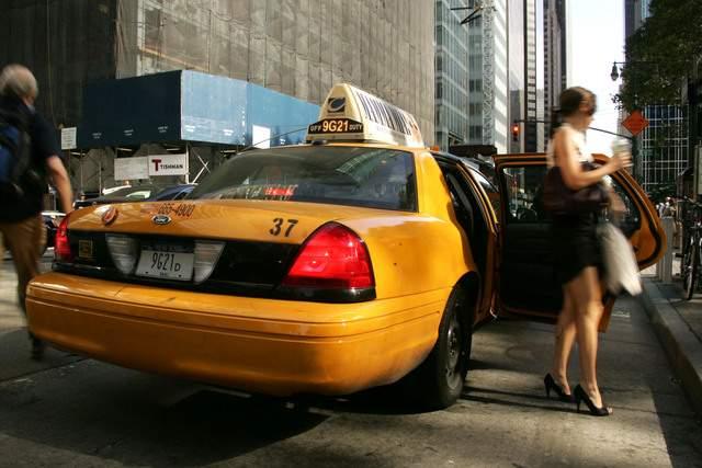 Taxistas defienden  aumento de tarifas