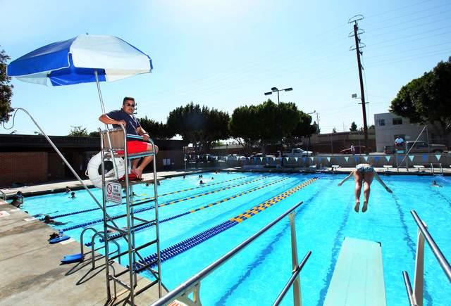 Salvan a bebé a punto de ahogarse en piscina pública de East Harlem