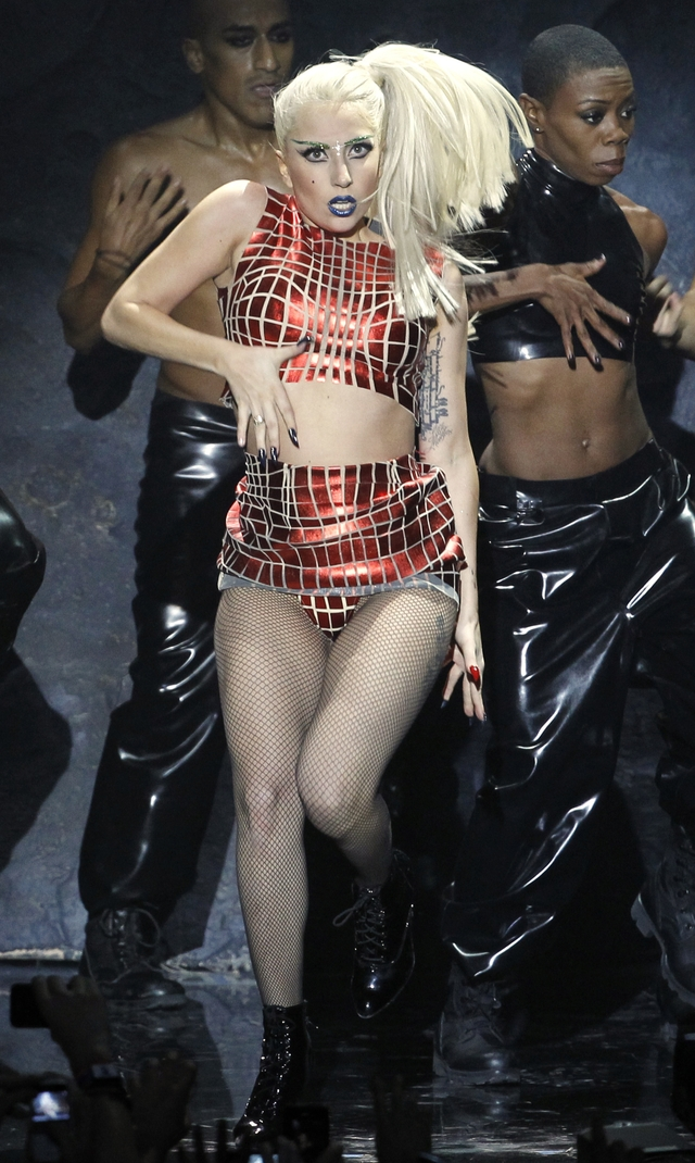 Lady Gaga se disculpa con admiradores
