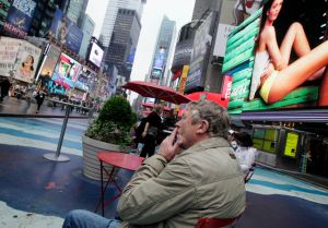 Fumadores ganan batalla en los parques de NY
