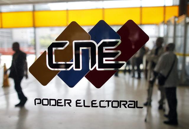 Detalle de la entrada de la sede del Consejo Nacional Electoral de Venezuela (CNE).