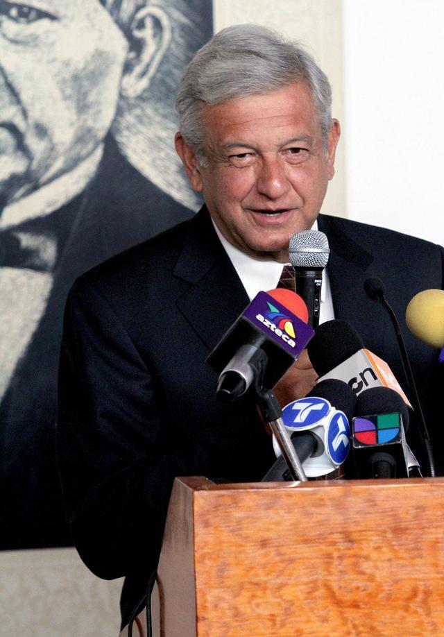 Los candidatos presidenciales Andrés Manuel López Obrador (izq.) y  Enrique Peña Nieto, del Partido Revolucionario Institucional (PRI).