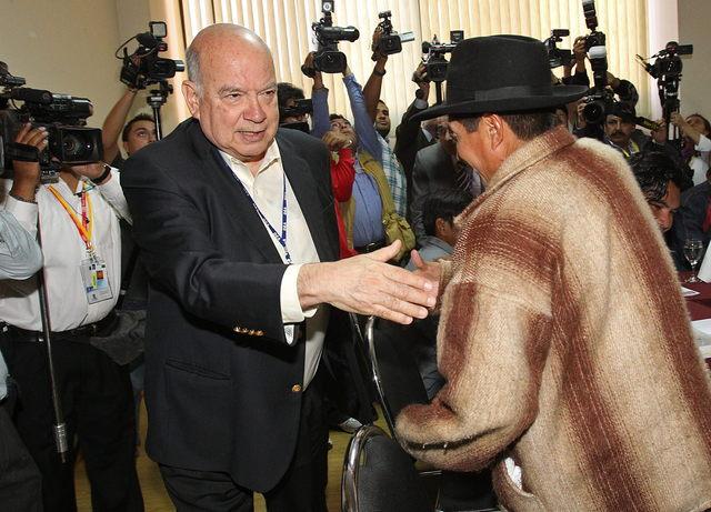 Indígenas arremeten contra  Morales