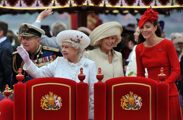 Histórico desfile en honor a Isabel II