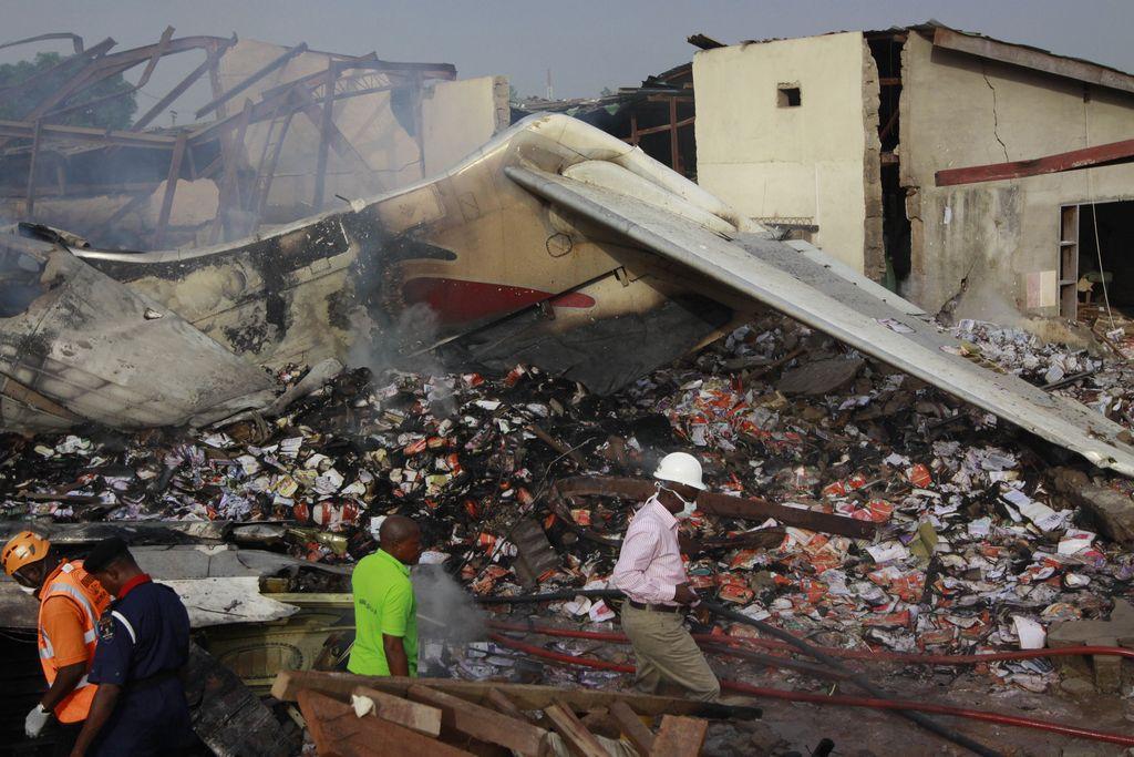 FOTOS: Más de 150 muertos en accidente aéreo en Nigeria