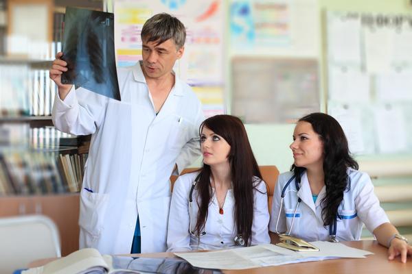 Entre los trabajos que van a crecer listados en el reporte se encuentran enfermería.