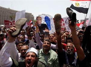 Egipcios rechazan a ex funcionario de Mubarak