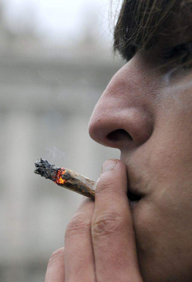 Un reporte reciente de la organización The Partnership at Drugfree.org reveló que más adolescentes fuman marihuana por estos tiempos.