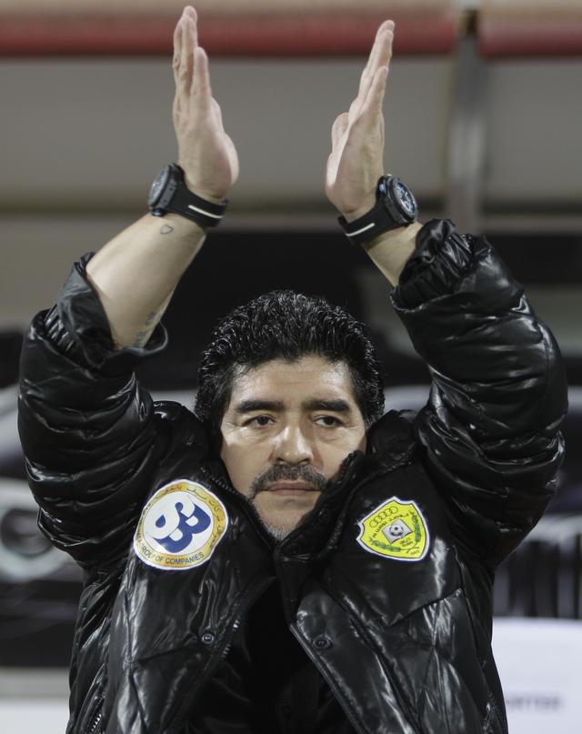 Diego Maradona está en estos instantes dirigiendo en los países árabes.