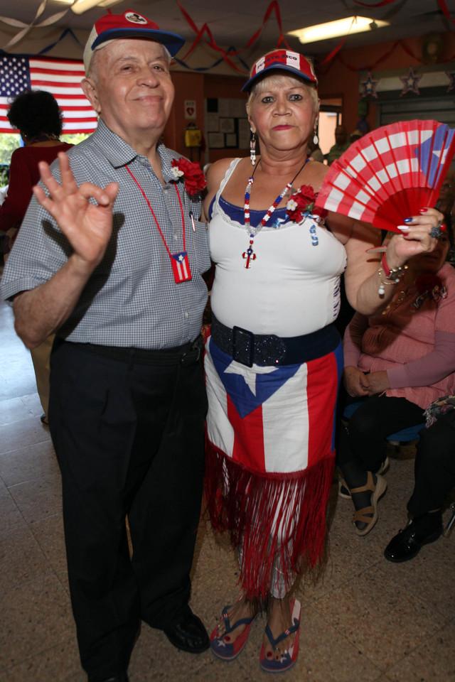 Pedro de Jesús y María Rivera, bailaron hasta no poder mas en un evento del desfile que honró a los boricuas de la edad de Oro en el Valley Senior Citizen Center de Manhattan.
