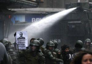 Protestas y violencia  marcan homenaje a Pinochet en Chile