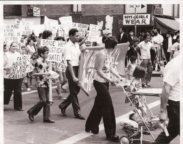 La marcha por una vivienda justa en 1976 es uno de los hechos históricos que quedará registrado en este álbum de Los Sures.