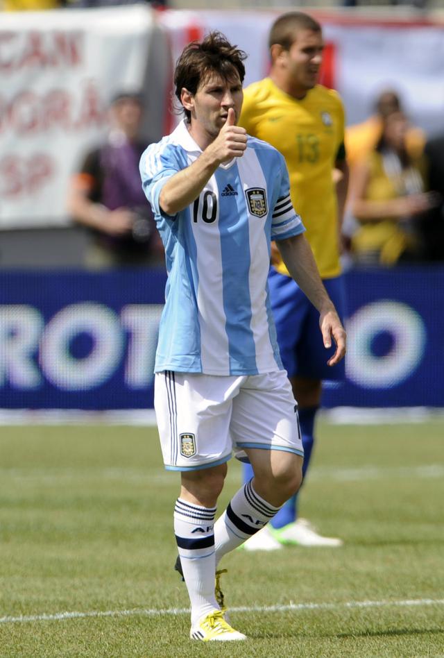 Brasileños reconocen genio de Messi