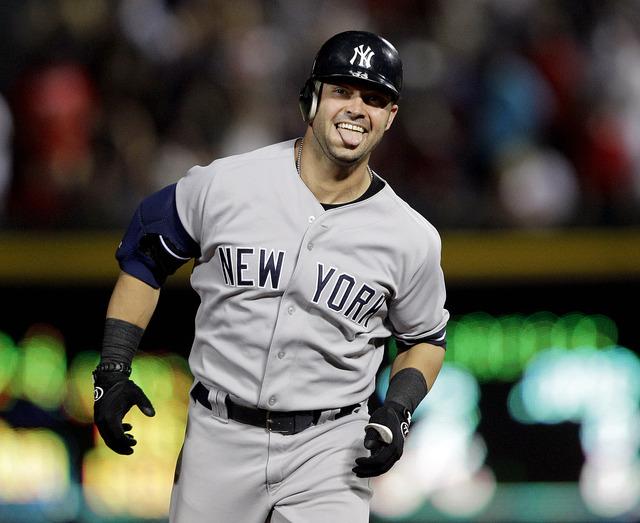 Yankees ganan con dos bombazos