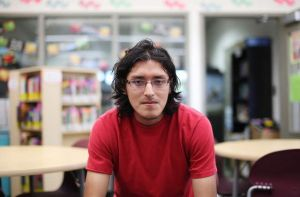 Graduado va camino al éxito en MIT