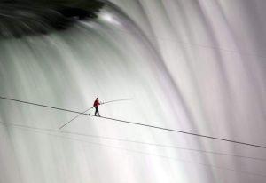 Video: ¿Te perdiste a Wallenda cruzando las Cataratas del Niágara?