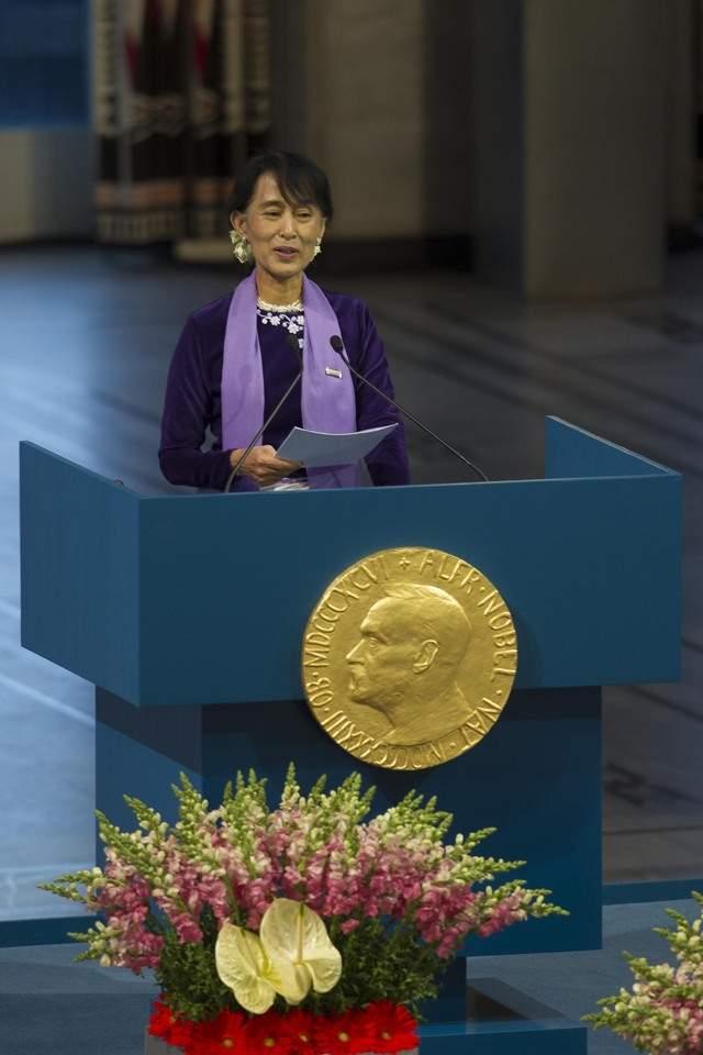 Recibe Nobel de la Paz después de 21 años