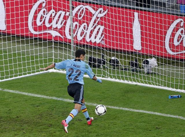 España sufre y espera rival para cuartos