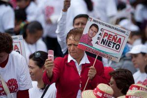 Mexicanos prefieren a Peña Nieto en encuesta en EEUU