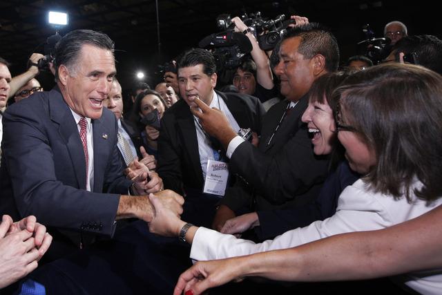 Romney promete solución migratoria