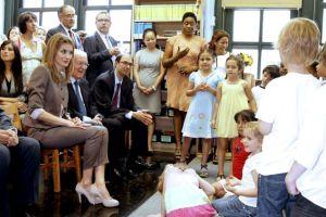 Estudiantes hispanos de NY le cantan a la Princesa Letizia