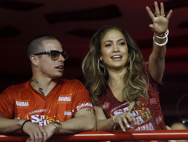J.Lo: Casper no es gay