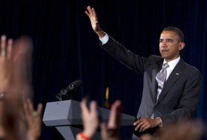 Obama ataca a Romney para recaudar más fondos