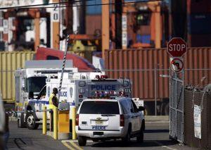 Descubren polizones en barco de carga en Newark