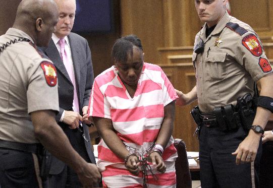 Exenfermera que mató a madre y raptó menor enfrentaría pena de muerte