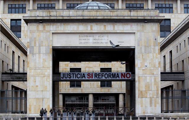 Corrigen polémica ley en Colombia